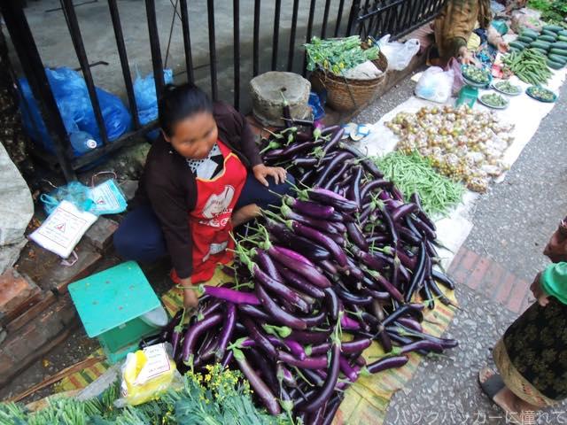 20170205091641 - 夜明け前から始まるルアンパバーンの早朝市場でちょっと一服