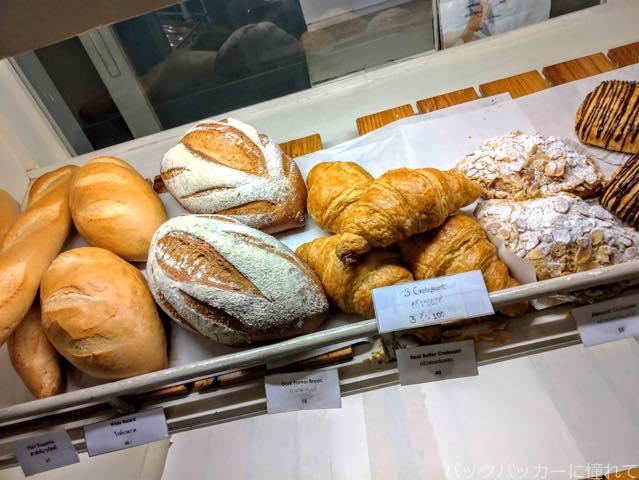 20181020091251 - パタヤで美味しいコーヒーが飲めるソイブッカオ付近のカフェ「Loaf Bakery & Cafe」
