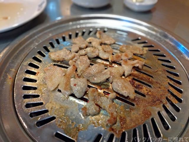 20181129221719 - 釜山の人気店トネヌ|サムギョプサルと味付けカルビでひとり飯