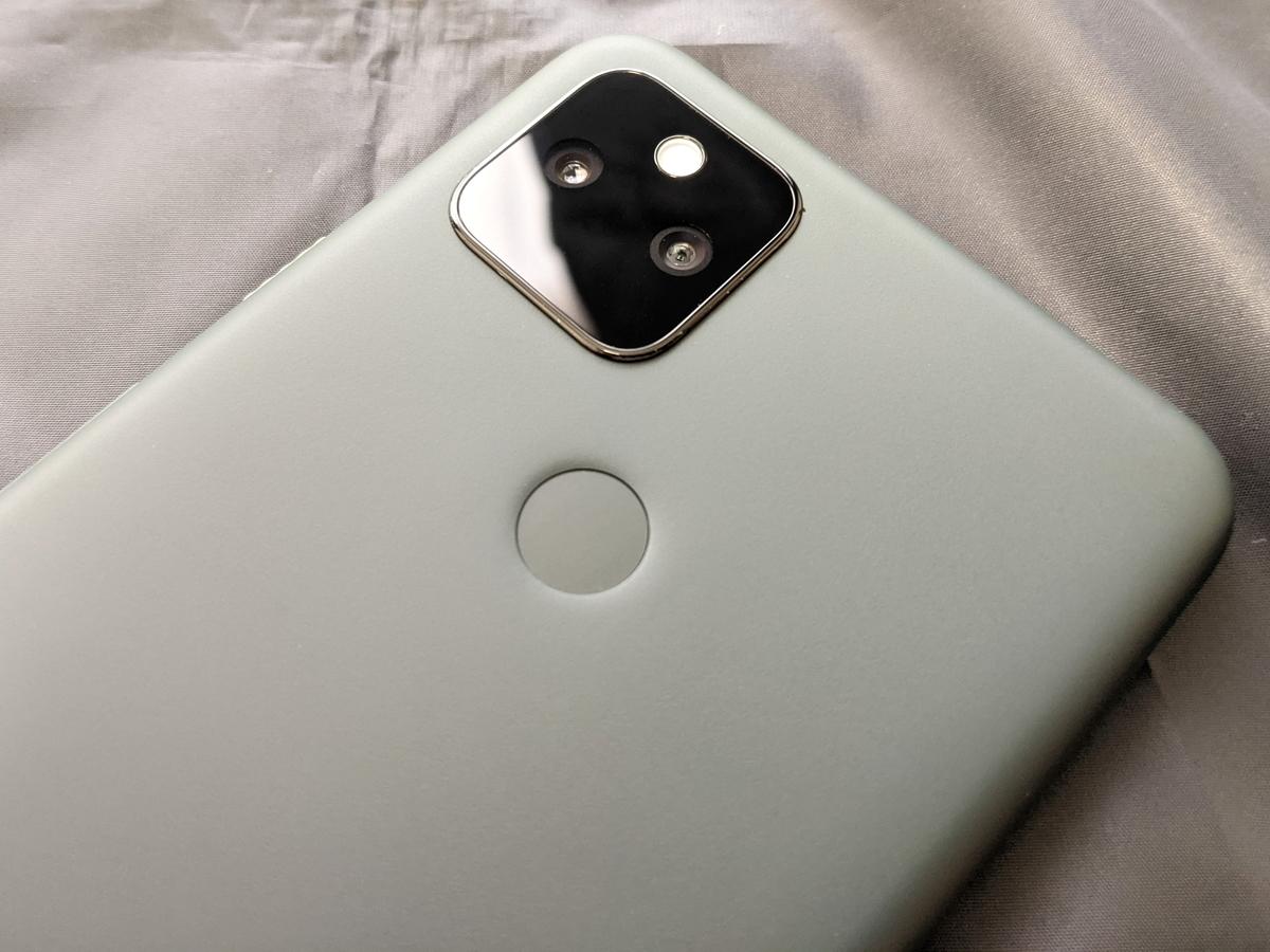 アウトカメラ・指紋センサー
