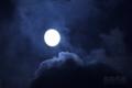 [月景色]雲間を漂う月
