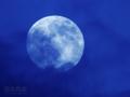 [月景色]雲層を抜け昇る月