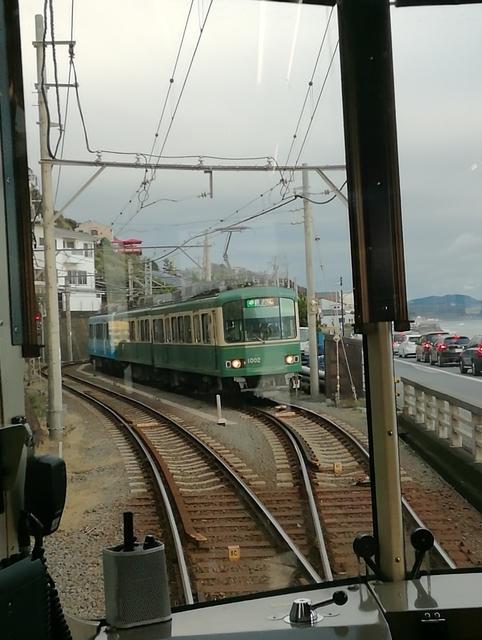 七里ヶ浜駅のすれ違い