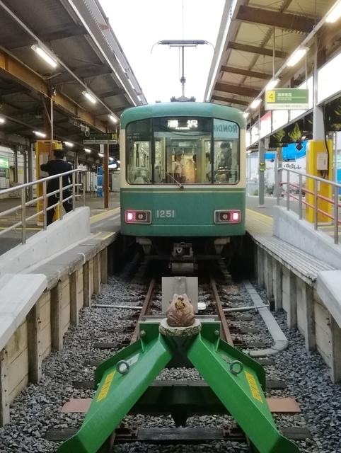 今江ノ電鎌倉駅にて正面から見た1000系