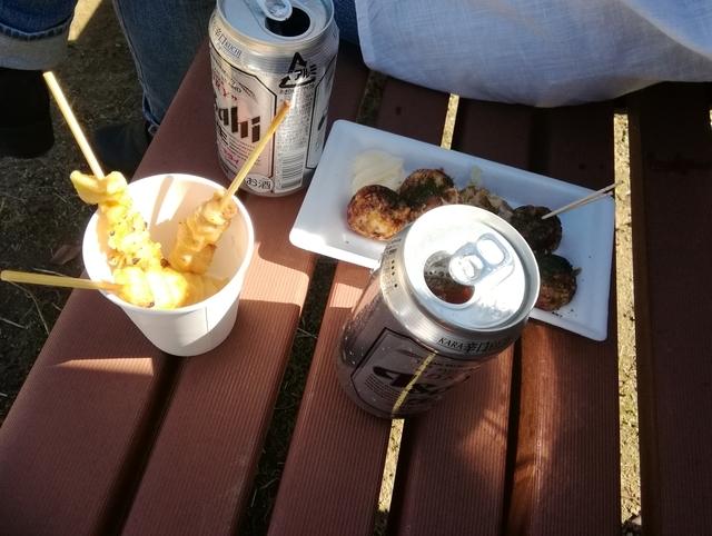 学祭のタコ焼きと缶ビール