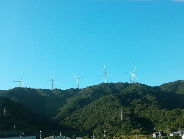 くろしおの車窓から見た風力発電所