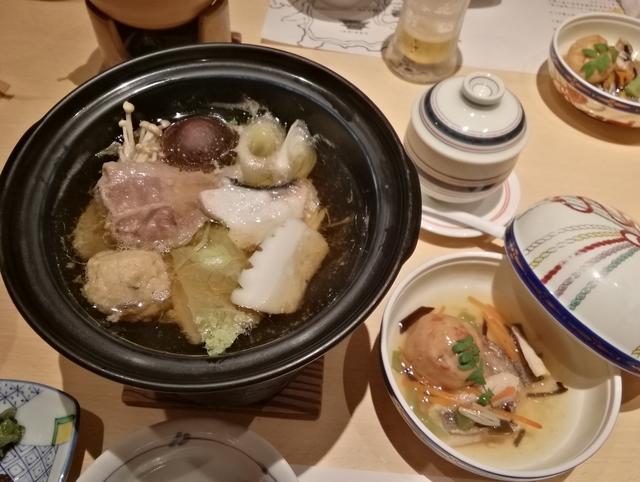 焜炉(山海鍋-梅豚、梅鶏団子、烏賊、間八)と煮物(イサキ五目あんかけ)