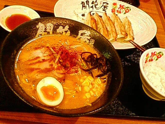 大阪からは自家用車。遅い夕飯は御在所 SA の味噌ラーメンと餃子