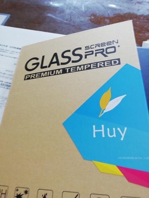 新しいタブレット用の画面保護シールパッケージ