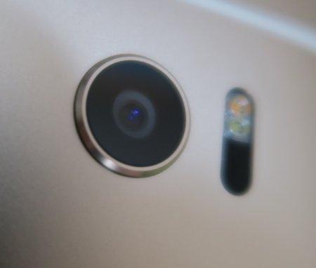 HTC 10の背面カメラデザイン