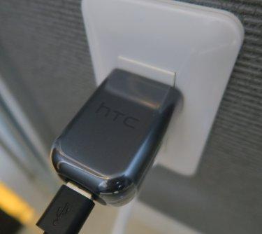 HTC 10の純正電源アダプタープラグは日本のコンセント形状