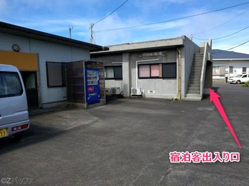 青ヶ島の民宿ビジネス宿中里の入り口