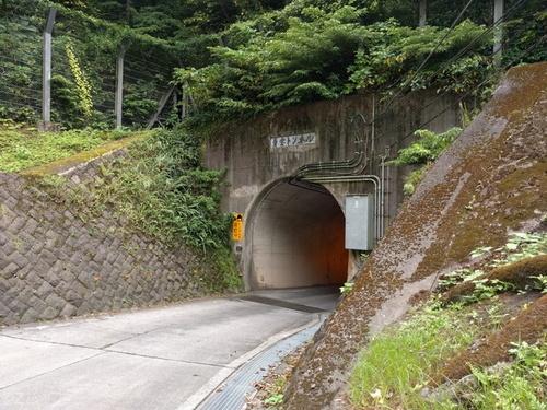 青ヶ島の青宝トンネル