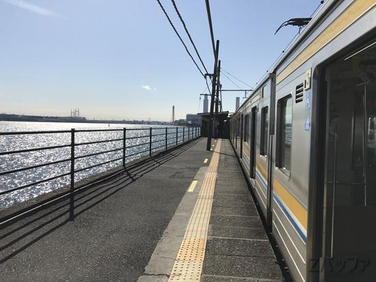 鶴見線の海芝浦駅ホーム