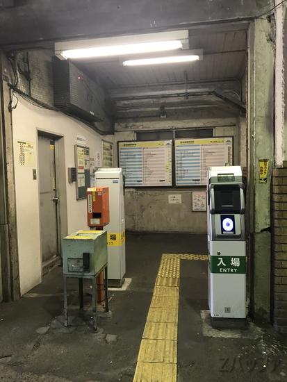 鶴見線の国道駅改札