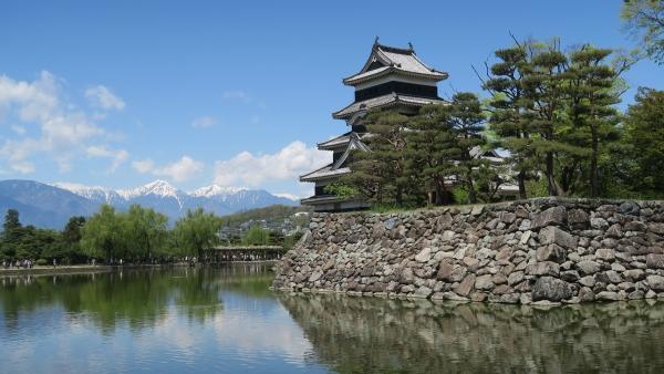 松本城と北アルプスの風景