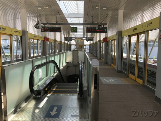 豊洲市場最寄駅「市場前駅」ホームの写真