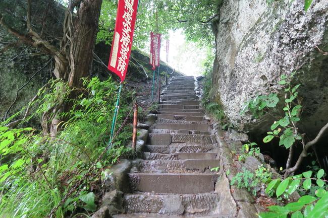 虚空蔵菩薩までの階段道