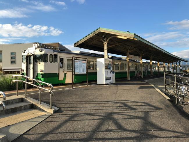 JR只見線の車両と七日町駅