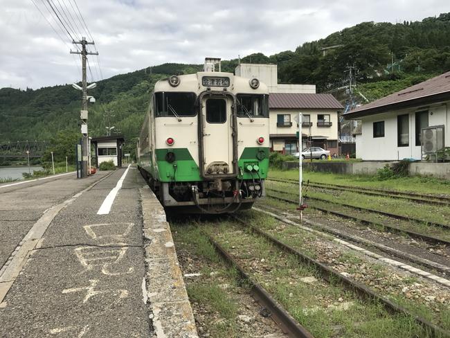 只見線の会津川口駅とキハ40