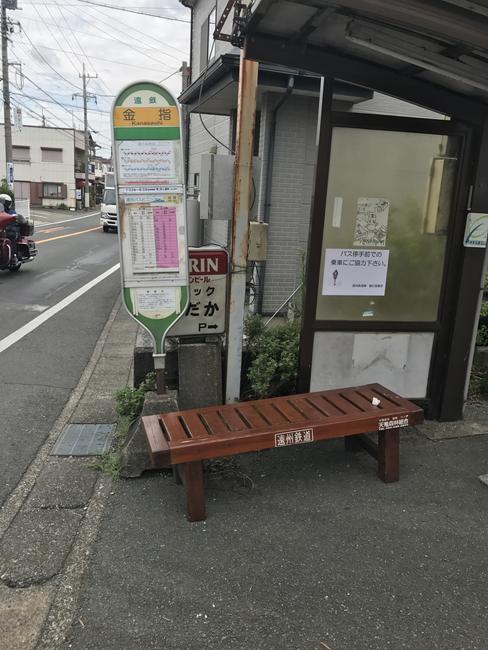 金指駅前の遠鉄バス停