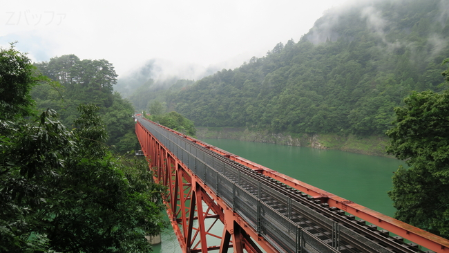 奥大井湖上駅とレインボーブリッジの風景