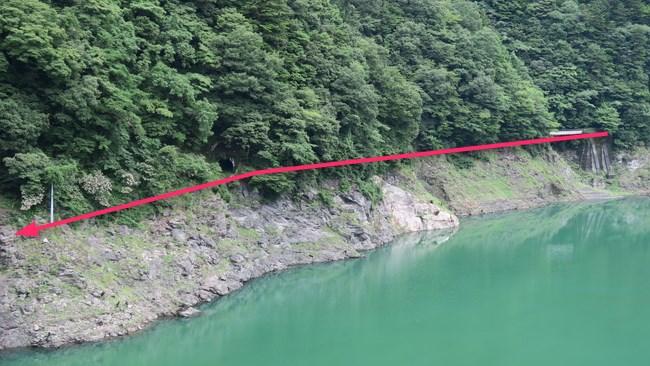 山沿いの大井川鉄道旧線跡