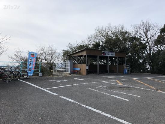 大洞窟の駐輪場とバスの停留所