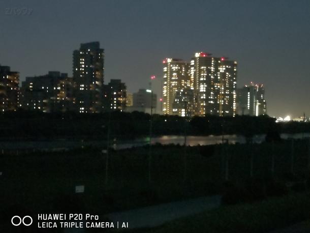 夜間に光学3倍ズームで撮影した写真