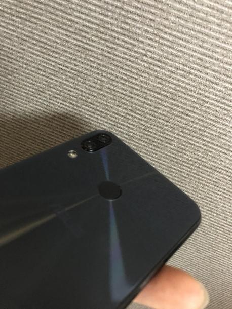 Zenfone5のデュアルカメラと指紋認証センサー