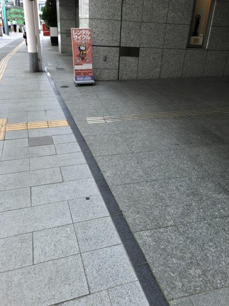 ウイング・ウイング高岡入り口にあるレンタルサイクルの看板