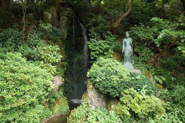 朝陽の滝と聖観音菩薩