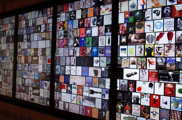 富山県立美術館のデジタルサイネージ
