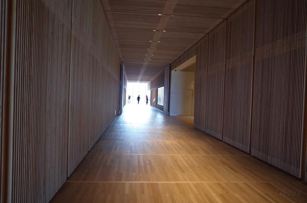和風テイストな富山県立美術館内部