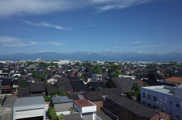 富山港展望台から見る立山連峰の景色