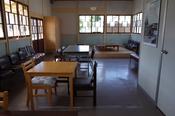 東岩瀬駅の休憩室