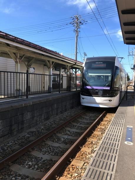 東岩瀬駅にて富山駅行きのポートラムに乗車