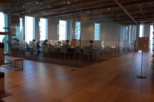 富山市ガラス美術館内にある自習室