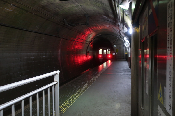 美佐島駅とほくほく線の列車