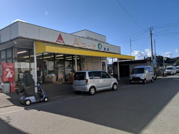 興居島の由良港近くにあるスーパー