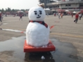 [浦和レッズ][埼玉スタジアム2002][雪だるま]スタジアムに出現した2012年の浦和レッズバージョン雪だるま!
