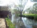 大王わさび農場内を流れる川と水車小屋