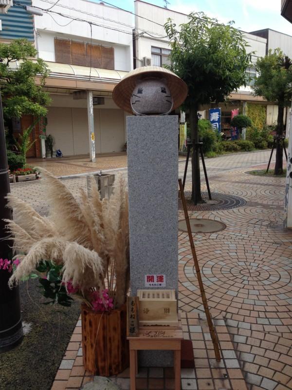 ももねこ様石像。秋ですね #tamayura