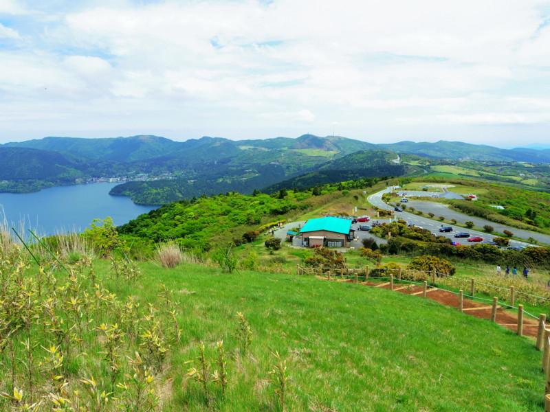 山伏峠から見た芦ノ湖と芦ノ湖スカイライン
