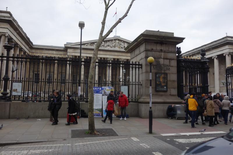 大英博物館前で反中アピール活動