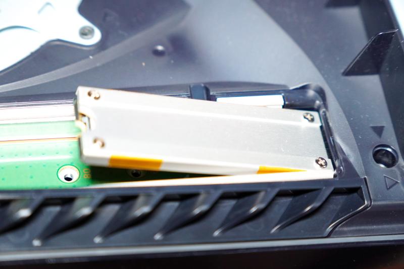 SSD差し込み