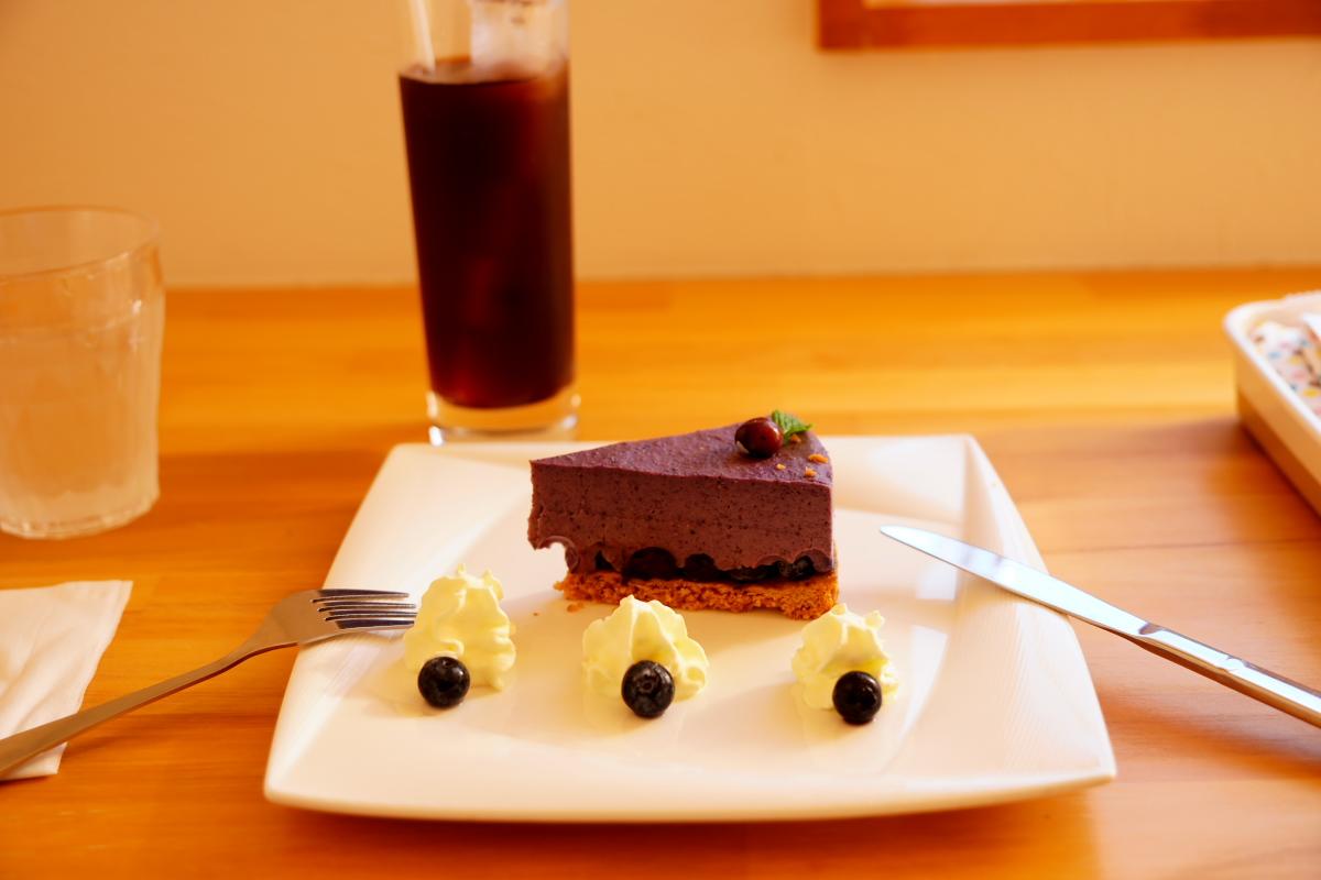 ブルーベリーケーキと水出しコーヒー
