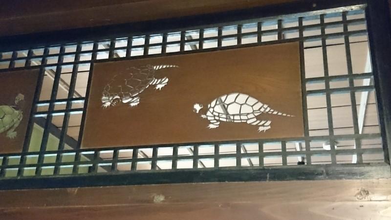 ふすまの上の亀
