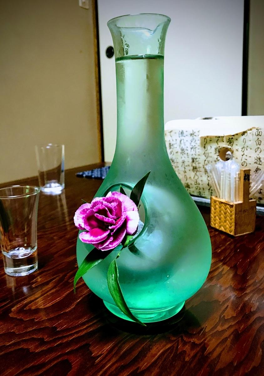 和テイストの酒器で出てきた日本酒 | 春の京都で筍を味わう「筍亭」