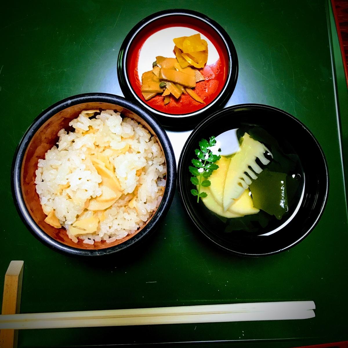定番の筍ごはん | 春の京都で筍を味わう「筍亭」